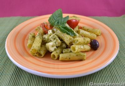 Insalata di pasta con pesto – Video ricetta