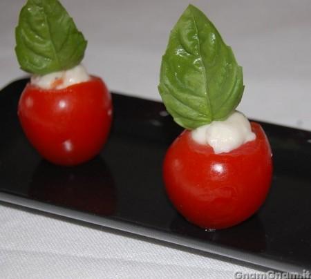 Pomodorini ripieni di stracchino