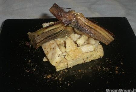 Insalata di pollo, carciofi e pinoli