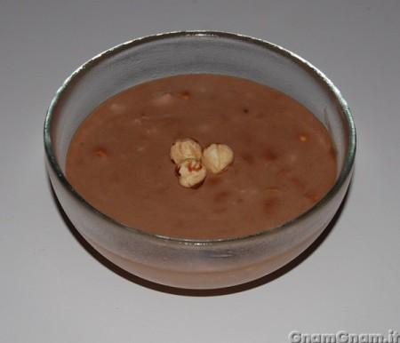Mousse al cioccolato al latte e nocciole