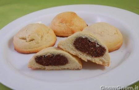 Biscotti ripieni alle nocciole