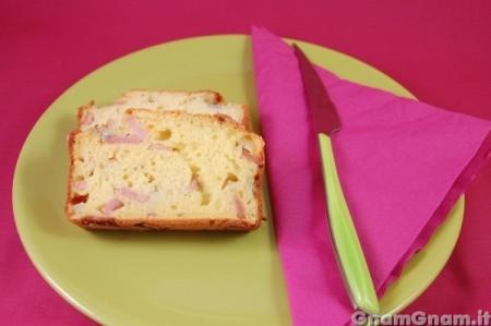 Plumcake salato con prosciutto e gorgonzola