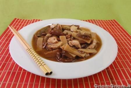 Pollo funghi e bambu'