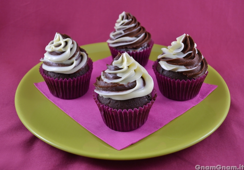 Ben noto Cupcake panna e cioccolato - La ricetta di Gnam Gnam LO11