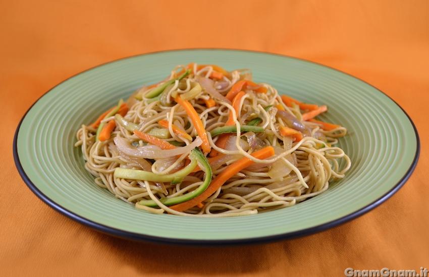 Spaghetti cinesi alla piastra la ricetta di gnam gnam for Spaghetti ricette