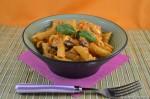 Insalata di pasta con pesto di peperoni