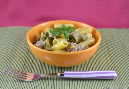 Pasta con salsicce e zucchine