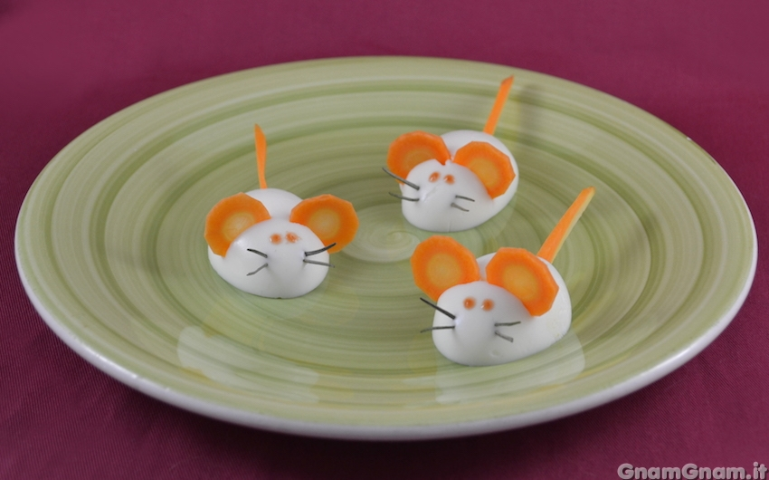 Topolini di uova sode la ricetta di gnam gnam - Uova di pasqua decorate per bambini ...