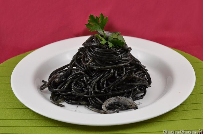 Spaghetti al nero di seppia - La ricetta di Gnam Gnam