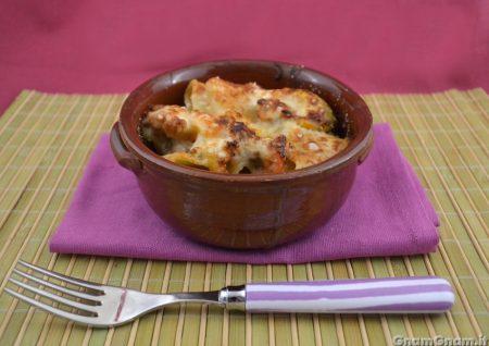 Pasta al forno con peperoni e salsicce
