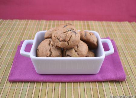 Biscotti anacardi e cioccolato