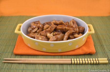Pollo agli anacardi