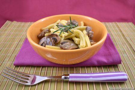 Pasta funghi e salsicce