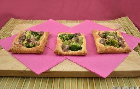 Sfogliatine broccoli e salsicce