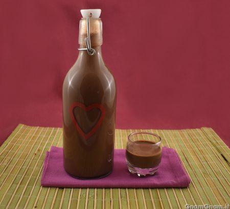 Liquore al cioccolato e peperoncino