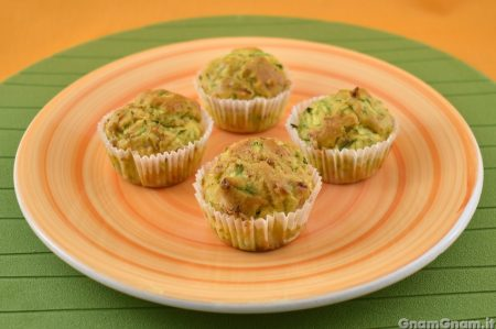 Muffin salati prosciutto e zucchine
