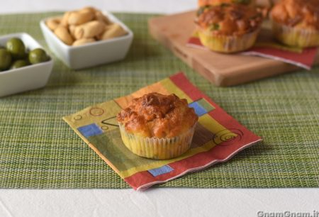 Muffin prosciutto crudo e olive