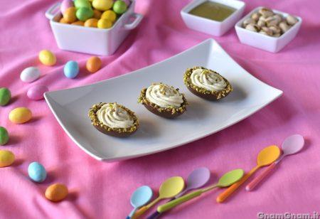 Ovetti di cioccolato ripieni al pistacchio