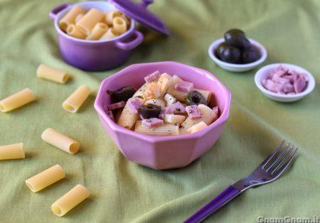 Insalata di pasta con prosciutto e formaggio