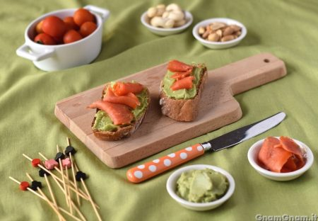 Bruschette avocado e salmone